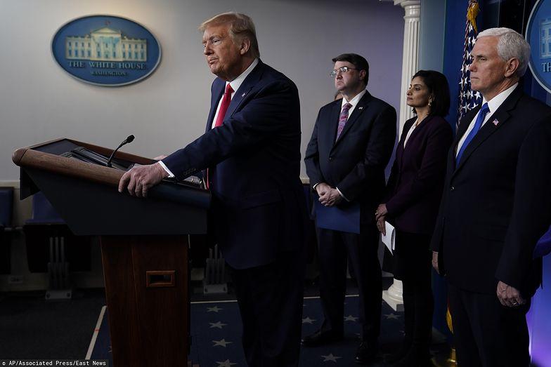 Donald Trump podpisał w środę pakiet pomocowy.