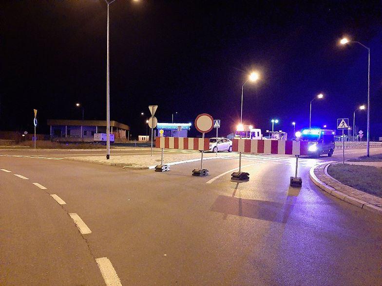 Zamknięty przejazd przez granicę polsko-niemiecką w Lubieszynie.