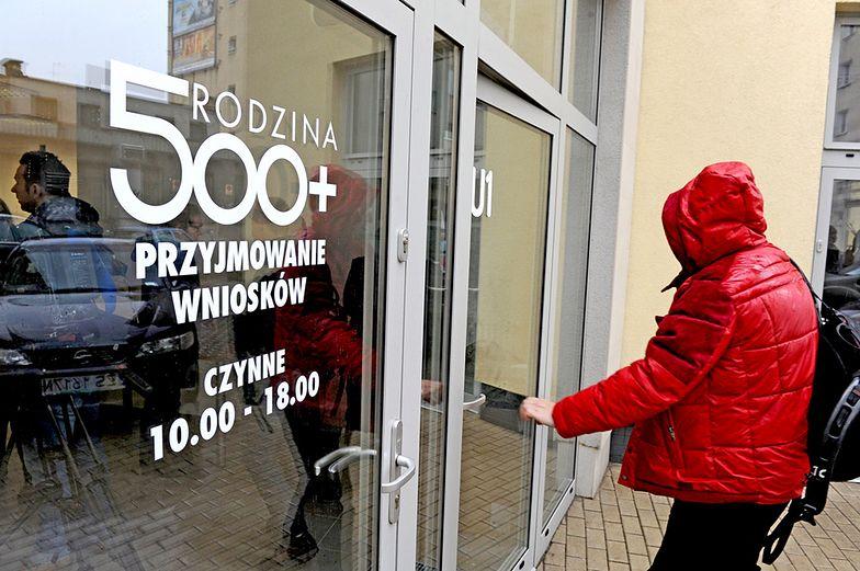 Ministerstwo rodziny nie płaci 500+ samotnym rodzicom, bez sądowego orzeczenia o alimentach