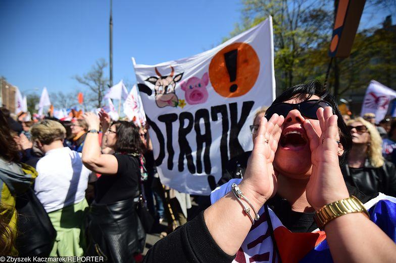 Strajk włoski może się skończyć karą dla pracownika.