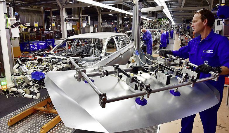 PMI polskiego przemysłu poprawił się w porównaniu z lutym
