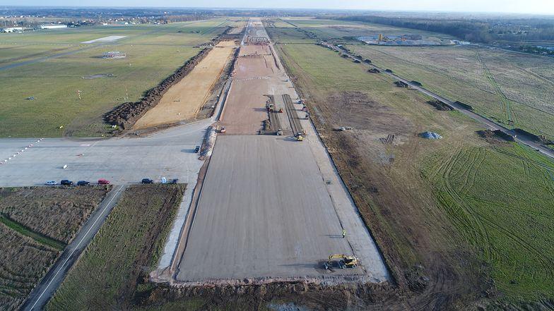 Budowa pasa startowego na lotnisku w Radomiu