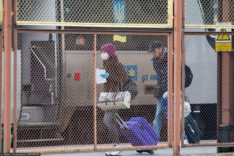 Zamknięcie granic i zagrożenie epidemiologiczne może spowodować, że pracujący przy zbiorach Ukraińcy nie dojadą.