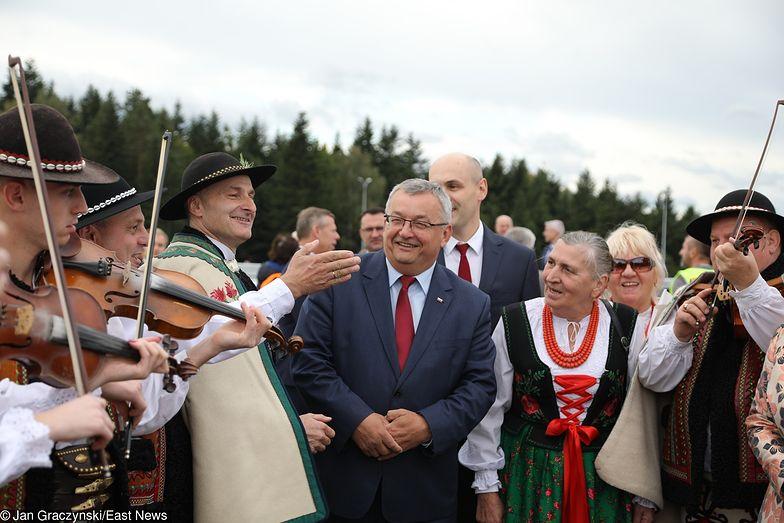 Minister i góralska orkiestra otwierają odcinek zakopianki