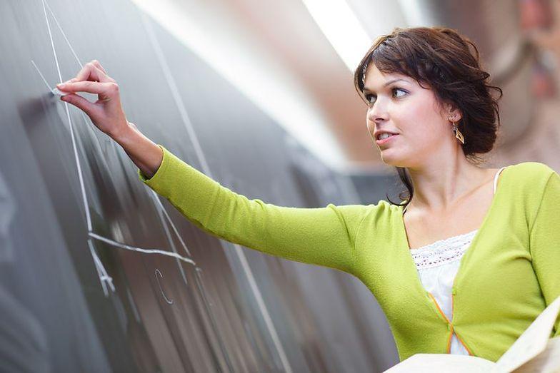 Wysoka ocena pracy nauczyciela daje możliwość ubiegania się o dodatek lub awans zawodowy