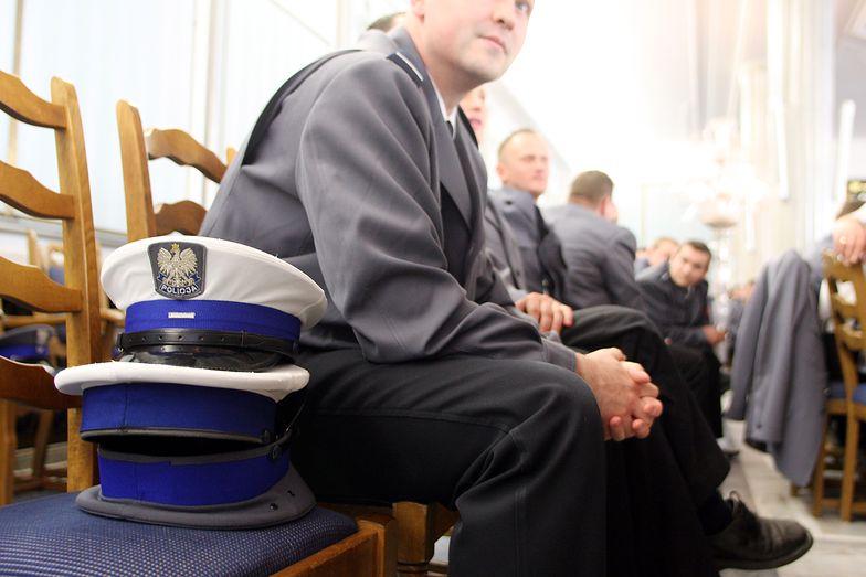 Projekt ustawy przywraca prawa nabyte funkcjonariuszom.