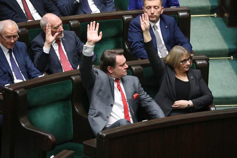 Głosowanie w Sejmie - posłowie odrzucili kluczowe poprawki Senatu