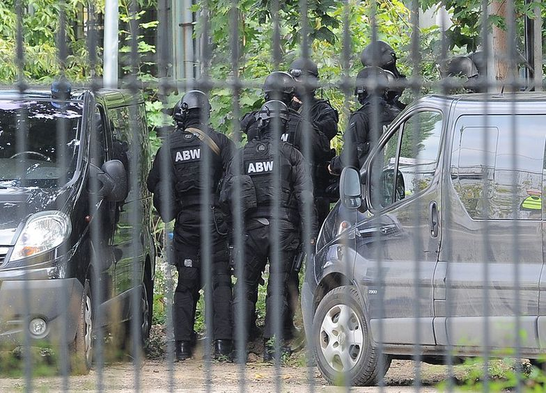 ABW zatrzymała 3 osoby. To kolejni przestępcy, podejrzani o pranie brudnych pieniędzy