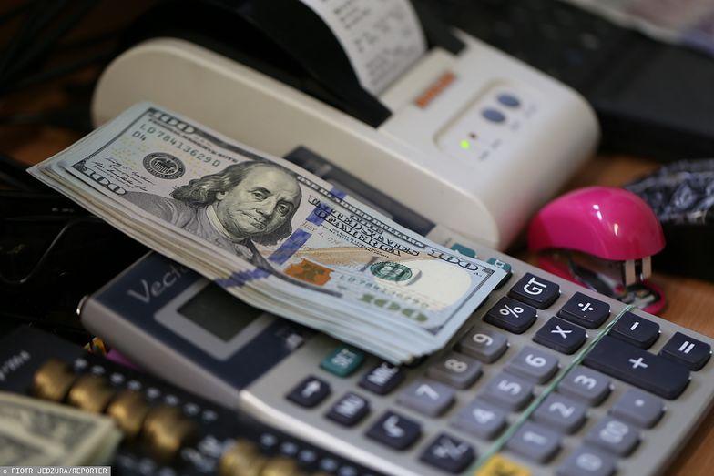 Kursy walut. Co z dolarem?