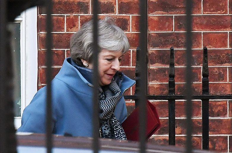 Theresa May w drodze z Downing Street do parlamentu 8 stycznia 2018 r.
