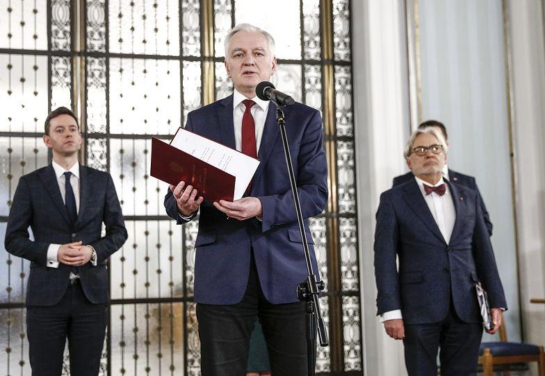 Jarosław Gowin przestrzega przed koniecznością wypłat odszkodowań. To jego argument przeciwko wprowadzeniu stanu nadzwyczajnego.nego.