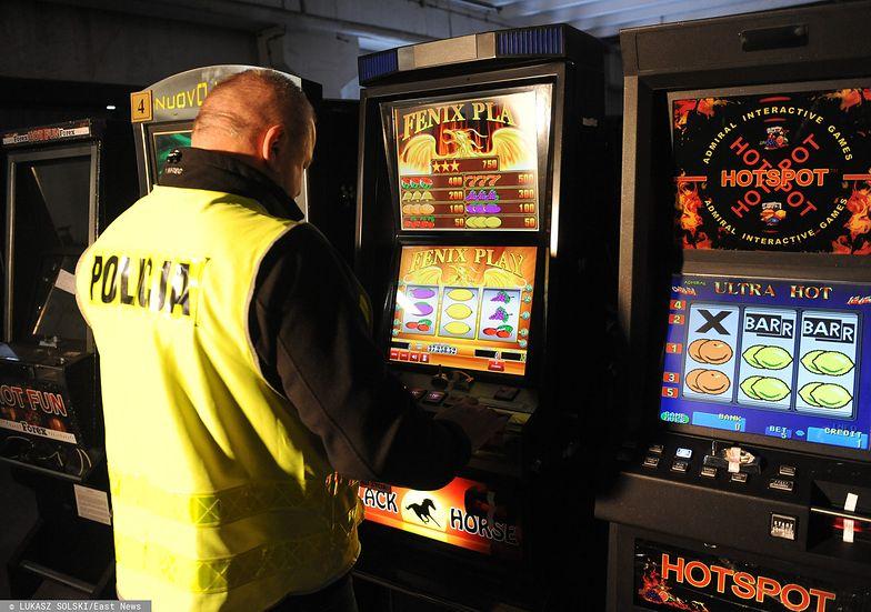 Akcja policji i urzędu celnego w Przemyślu podczas której zatrzymano ponad 70 jednorękich bandytów wykorzystywanych w nielegalnym hazardzie.
