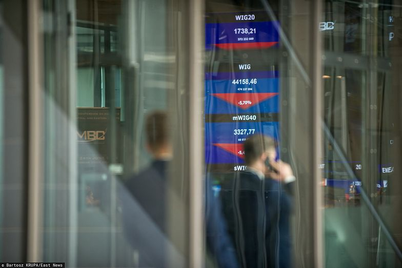 Spadki na giełdach nie budują zaufania do rynku kapitałowego. Ucierpią na tym programy PiS