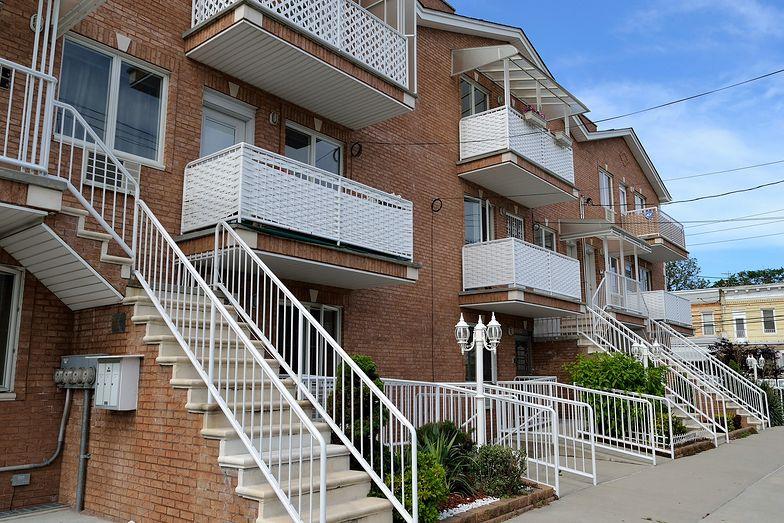 Wartość nowa a rzeczywista – co oznaczają w ubezpieczeniu mieszkania?