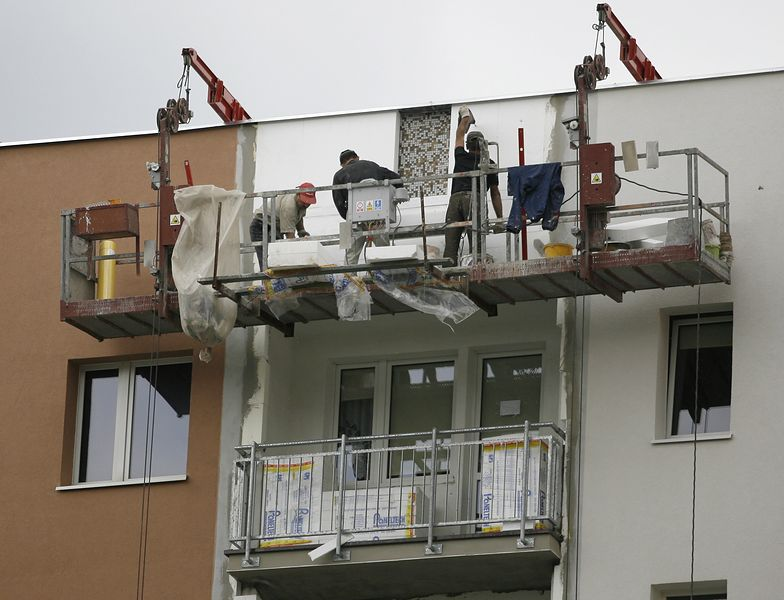 Ocieplanie bloku - 85 proc. gminnych bloków wymaga remontu