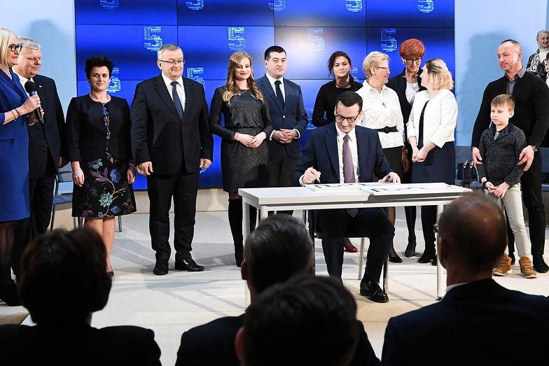 """Wielką nieobecną podczas wtorkowej prezentacji """"piątki"""" była Teresa Czerwińska. Z ust szefowej Ministerstwa Finansów do dziś publicznie nie padło uspokajające """"damy radę""""."""