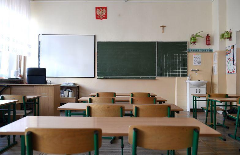 Tak od połowy marca wyglądają polskie szkoły. I nie ma pewności, kiedy to się zmieni