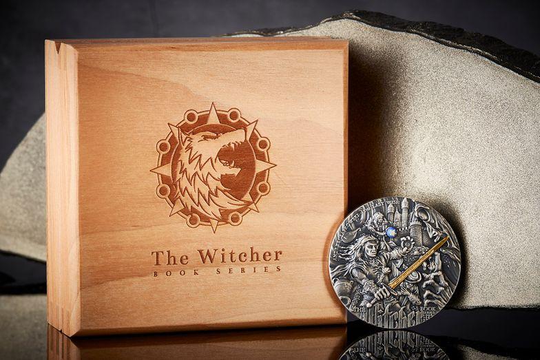 Monety wydawane są w drewnianych pudełkach wraz z certyfikatem autentyczności i obwolutą.