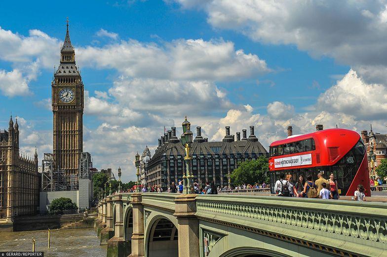 Wielka Brytania mocno ucierpi przez koronawirusa. Agencja Fitch właśnie obniżyła rating tego kraju