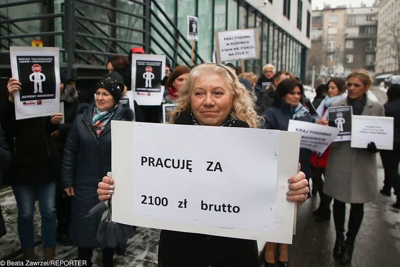 Protest pracowników sądów i prokuratury przed Prokuraturą Okręgową w Krakowie