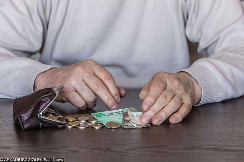 """""""13. emerytura"""". Emeryci nie stracą nowego świadczenia z powodu długów"""