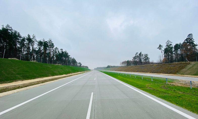 Autostrada  A1 na wysokości Częstochowy chwilę przed otwarciem. To jedna z najważniejszych nowych dróg otwartych tuż przed świętami.