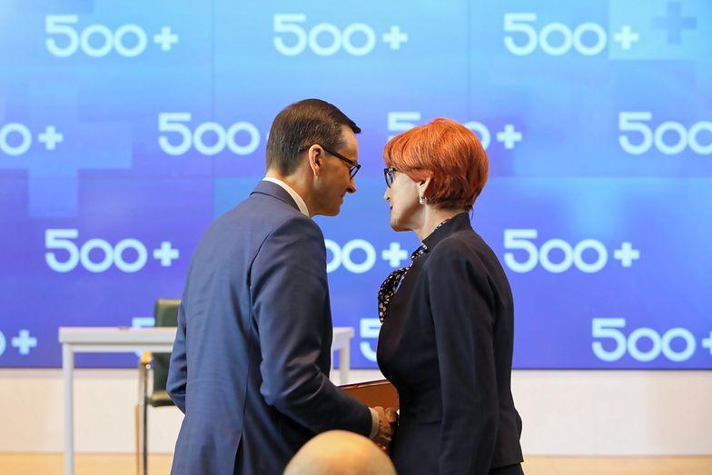 Mateusz Morawiecki i Elżbieta Rafalska podczas konferencji dotyczącej Programu Rodzina 500+ 16 kwietnia.