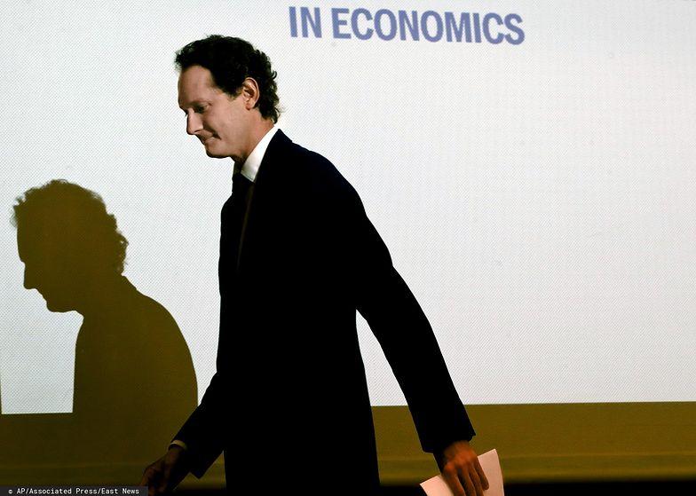 """Prezes koncernu John Elkann zrezygnuje z pensji w ramach """"wspólnego poświęcenia""""."""