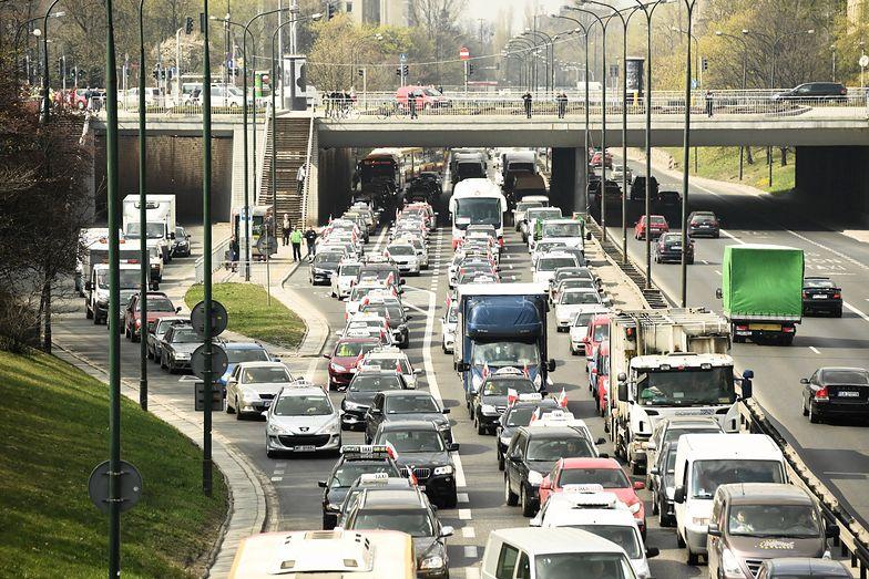Strajk taksówkarzy. Warszawa sparaliżowana