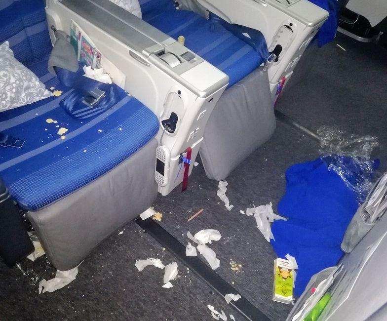 Tak wygląda pokład samolotu po wyjściu pasażerów