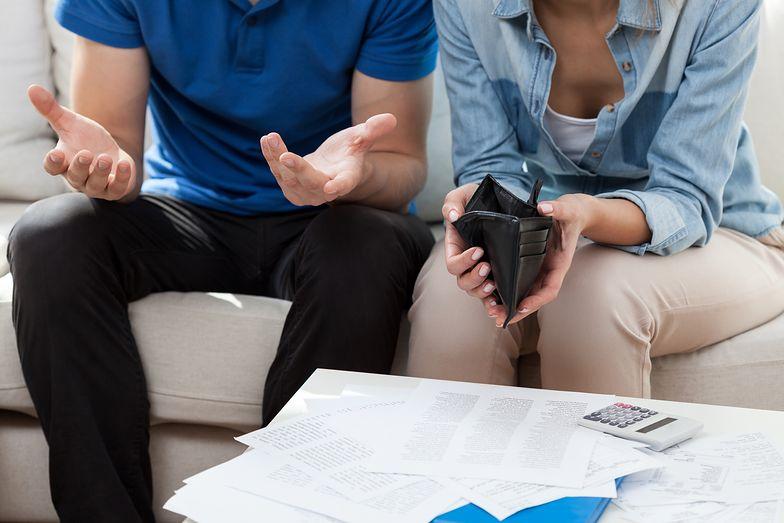 Jeżeli spadkobierca wraz z majątkiem dziedziczy długi, wyjściem z sytuacji może się okazać odrzucenie spadku