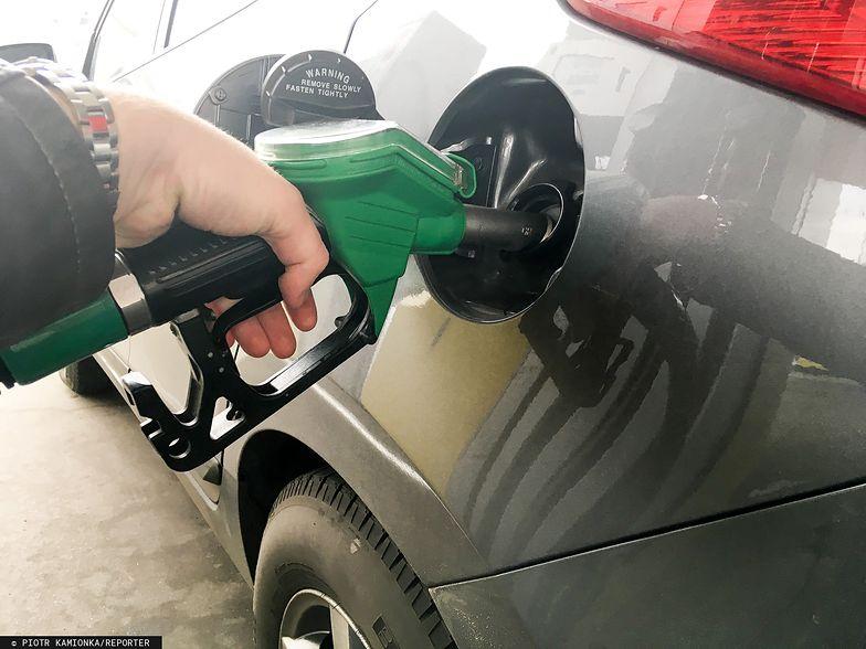 Tanio, coraz taniej. Ceny na stacjach paliw idą w dół