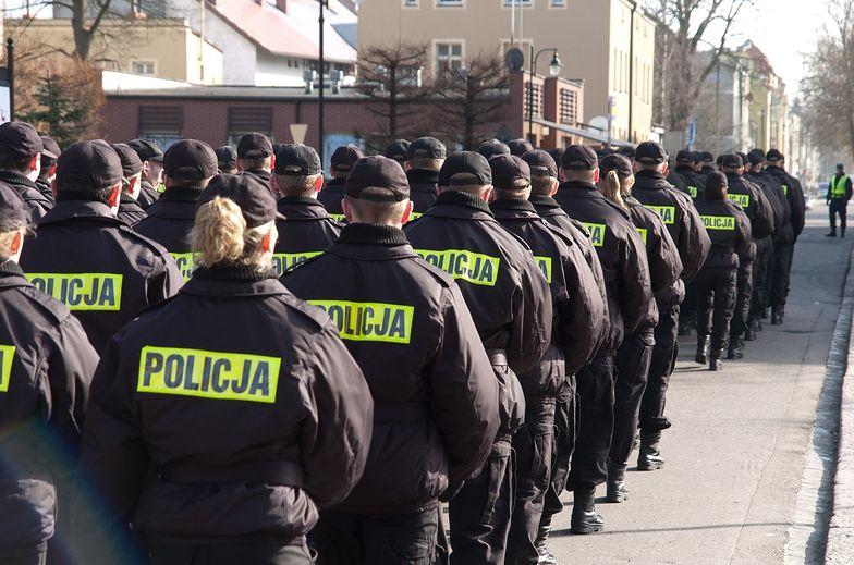 Policja i Straż Graniczna zmaga się z nierozliczonymi nadgodzinami. Funkcjonariusze bez prawa do pieniędzy, bo mają dodatek funkcyjny
