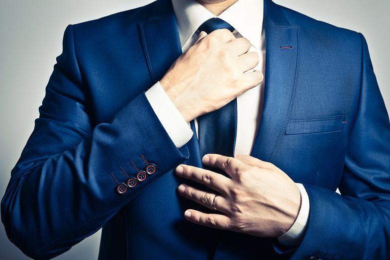 Jak wiązać krawat? Poradnik z rodzajami wiązań