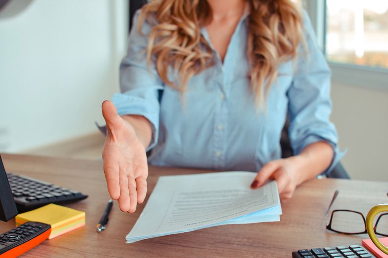 Co powinna zawierać umowa o pracę na czas nieokreślony?