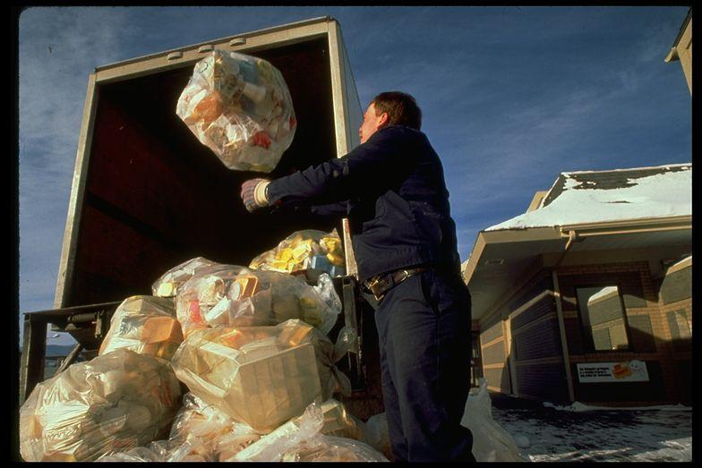 Firmy wprowadzające na rynek opakowania chcą mieć wpływ na zbiórkę śmieci.