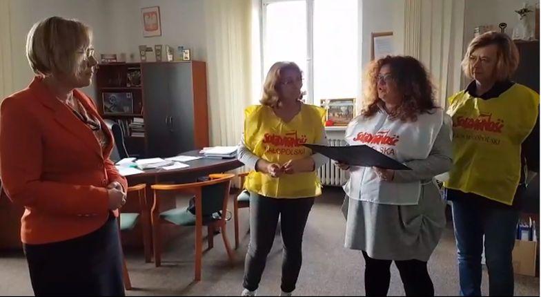 """Nauczyciele z małopolskiej """"Solidarności"""" okupują wojewódzkie kuratorium oświaty"""