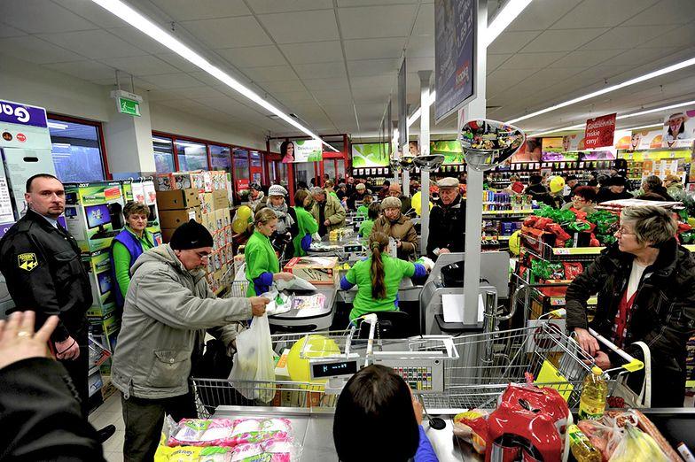 Dobre wyniki sklepu oznaczają nagrodę dla kierownika. Biedronka wypłaciła premie 15 tys. swoich pracowników