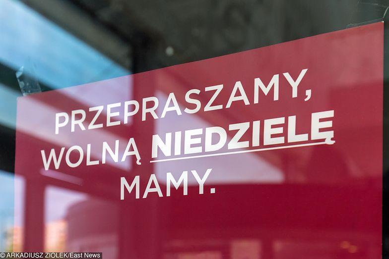 Zakaz handlu dzieli Polaków, niezadowoleni są nawet pracownicy handlu czy praktykujący wierzący.