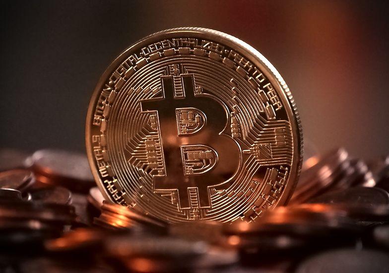 Kryptowaluty wciąż nie zagrażają obecnie oficjalnym walutom państwowym.
