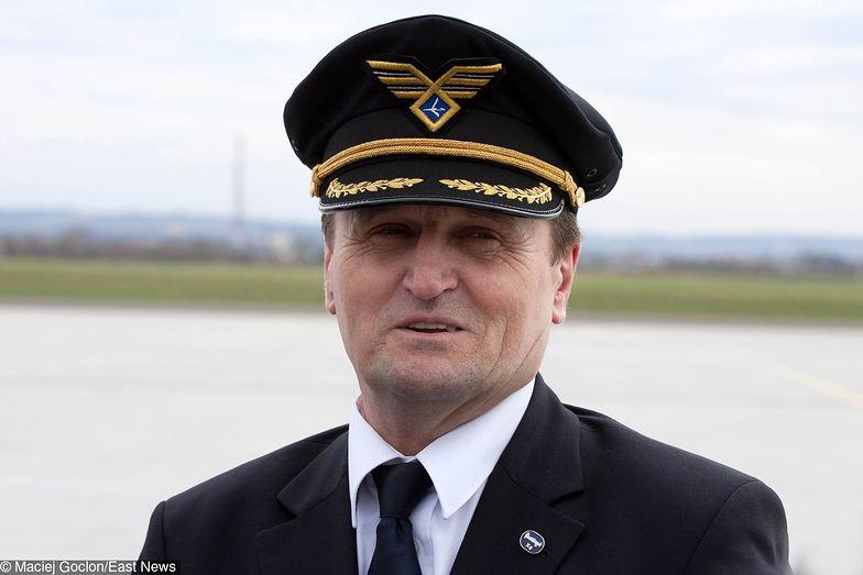 Kapitan Tadeusz Wrona zasłynął lądowaniem na Okęciu z zablokowanym podwoziem