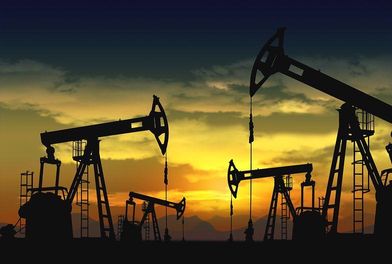 Spada cena ropy naftowej. To reakcja na decyzję OPEC o ograniczeniu wydobycia surowca