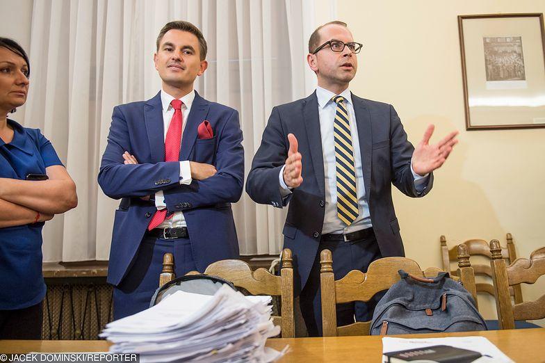 Posłowie PO Arkadiusz Myrcha i Michał Szczerba ocenili zakaz handlu w niedziele po roku obowiązywania