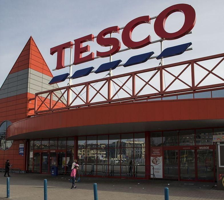 Pięć sklepów Tesco idzie na sprzedaż.