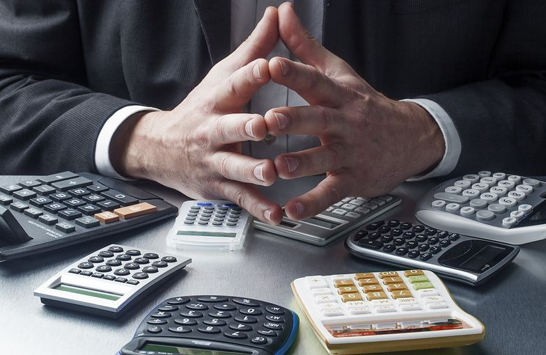 Przeliczanie netto na brutto pozwala określić wysokość kosztów ponoszonych przez pracodawcę