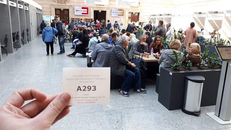 Dwie godziny po otwarciu wydziału paszportowego we Wrocławiu. Na złożenie wniosku czeka już prawie 300 osób
