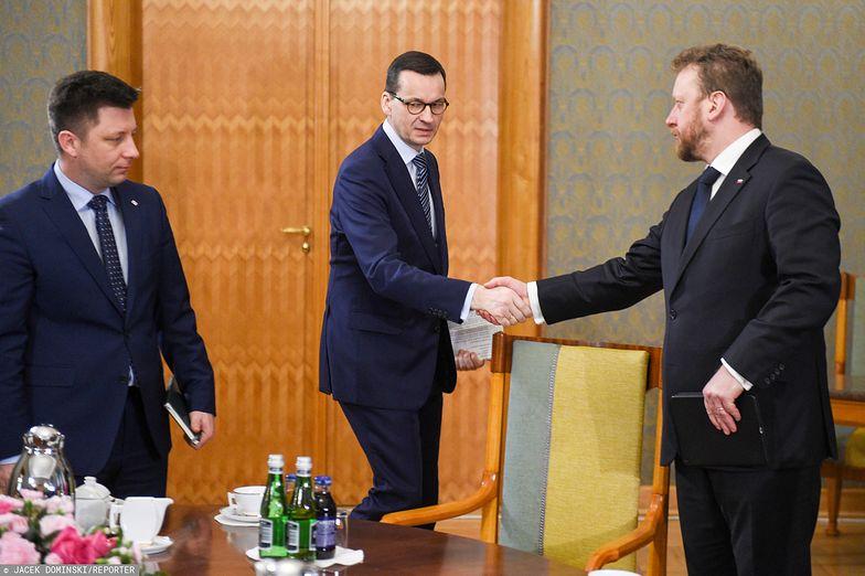Michał Dworczyk, Mateusz Morawiecki i minister zdrowia Łukasz Szumowski.