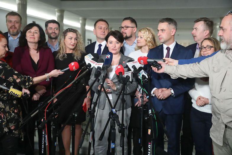 Rzecznika Lewicy Anna Maria Żukowska i politycy klubu parlametarnego