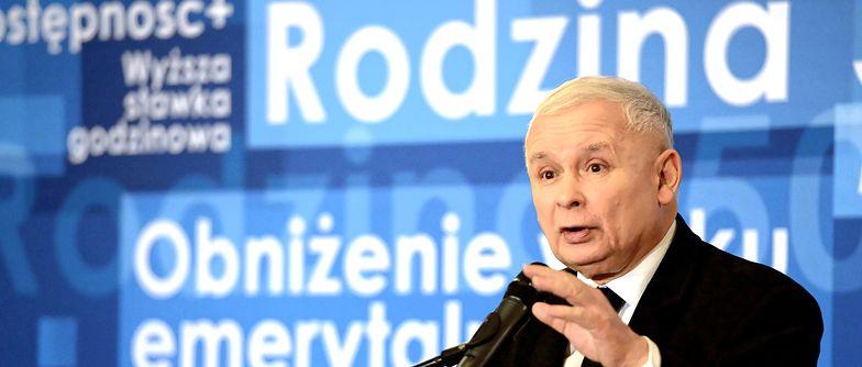 500+ na pierwszego potomka nie wyczerpuje jeszcze pakietu działań, które można traktować jako promocję dzietności. Jarosław Kaczyński zapowiedział likwidację podatku PIT dla młodych do 26. roku życia.