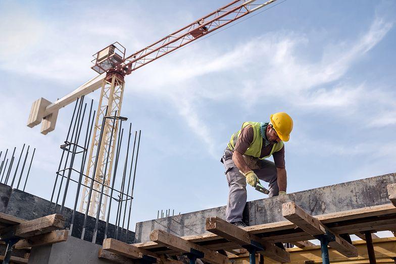 Coraz mniej rąk do pracy - to paraliżuje budowy w Polsce.